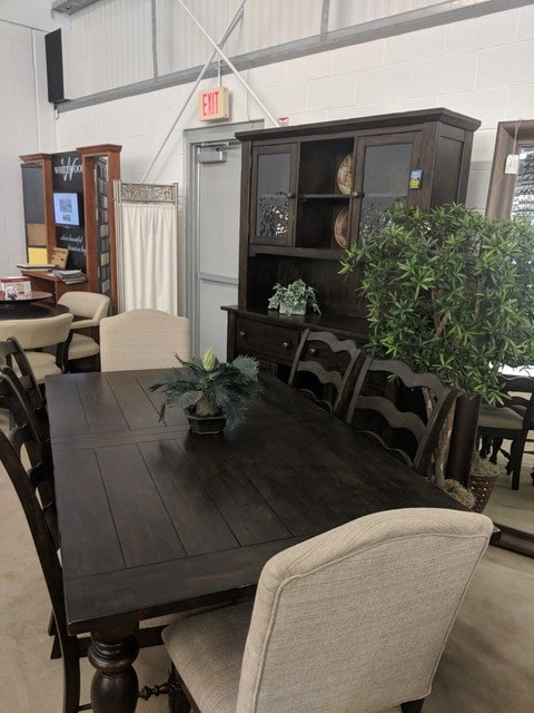 southern pines dining room table and chairs